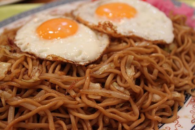 仙台、「北京餃子」のソース焼きそばと餃子