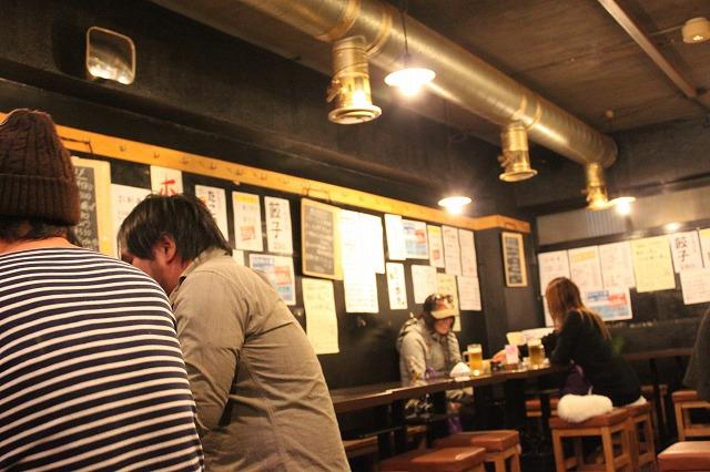 新宿歌舞伎町「すし居酒屋 アルプス」の店内