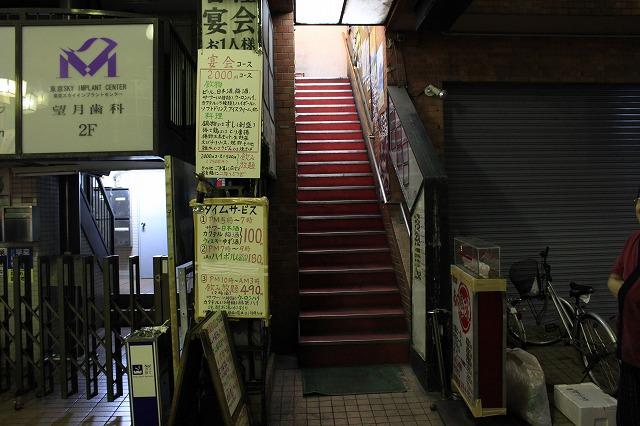 【超越したお店】高円寺、「あかちょうちん」の店先