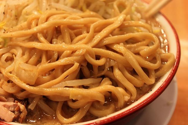 なんだかはっきりしない吉祥寺の二郎インスパ系「バリ男」の麺は三河屋製麺。