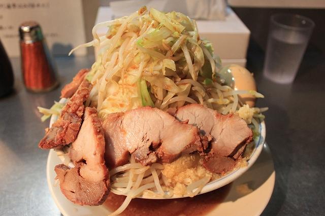 下高井戸、二郎系「ラーメン大」のラーメン豚卵マシ野菜ニンニクカラメマシマシ
