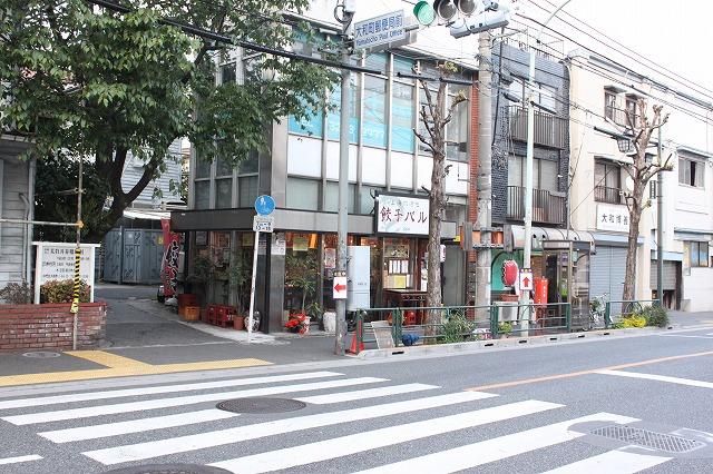 高円寺、「餃子バル」の店先