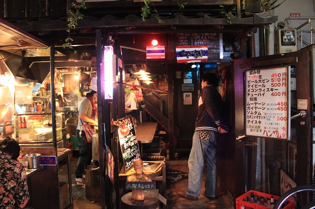 西荻窪、「ハンサム食堂」の素敵な一階