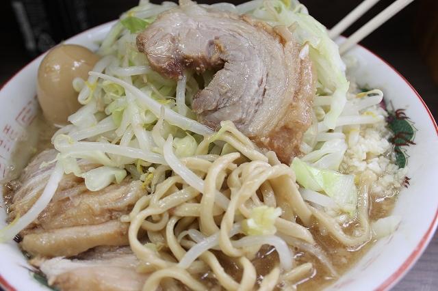 横浜市、「ラーメン二郎横浜関内店」の小ぶたのアップ