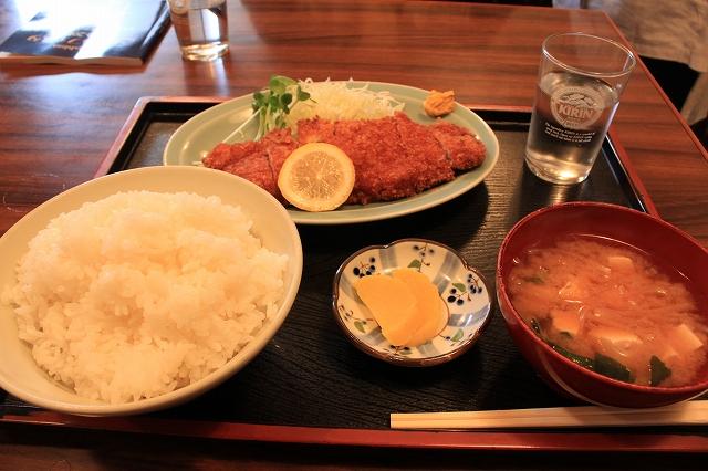 【武蔵野遺産】吉祥寺、「まるけん食堂」のとんかつ定食