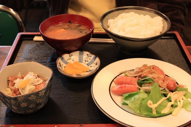 【武蔵野遺産】吉祥寺、「まるけん食堂」のウィンナイタメ定食と納豆