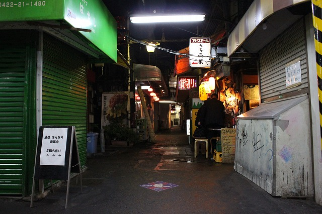 吉祥寺ハーモニカ横丁「エイヒレ」の入口