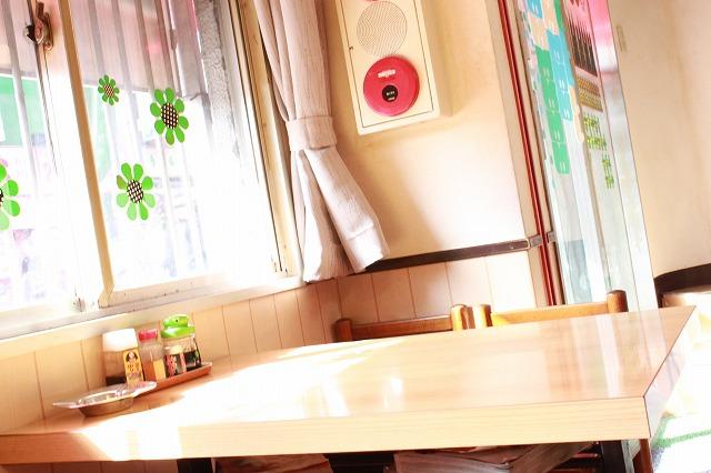 新宿、「長野屋食堂」の落ち着いた店内