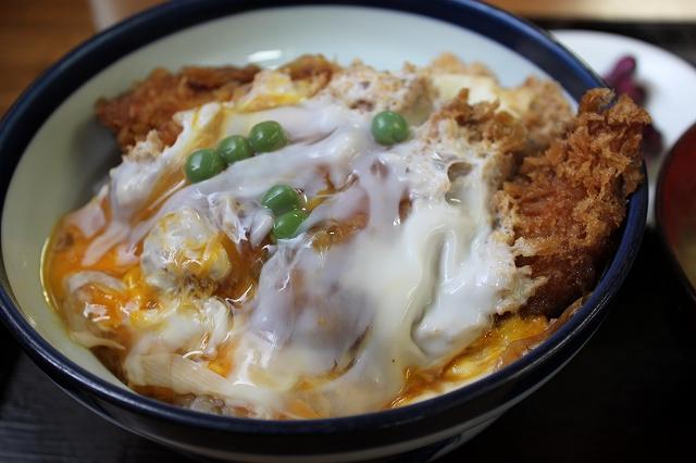 このかつ丼を食べたかったんだ!の西荻窪「坂本屋」のカツ丼アップ