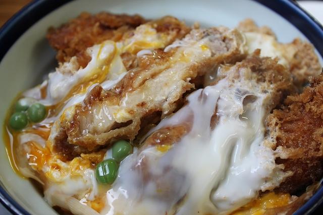 このかつ丼を食べたかったんだ!の西荻窪「坂本屋」のカツ丼を表情を変えて