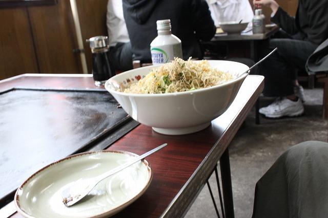 西新井大師、「もんじゃサクライ」の駄菓子屋もんじゃを横から