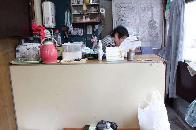 西新井大師、「もんじゃサクライ」の働くお母さん