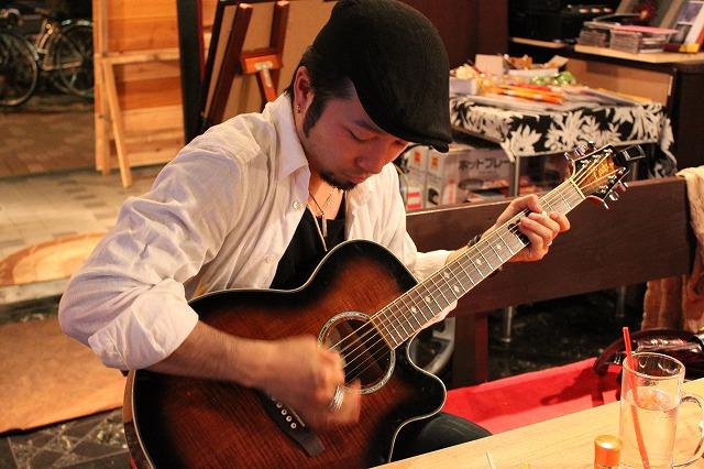 中野、「清貧」のギターマン