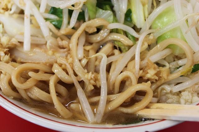 【仙台グルメ】思ったよりも定着してるじゃん!の「ラーメン二郎仙台店」のスープと麺