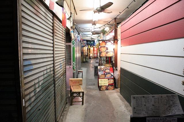 代田橋、「しゃけ小島」の上しゃけ定食といくら丼、沖縄タウン内