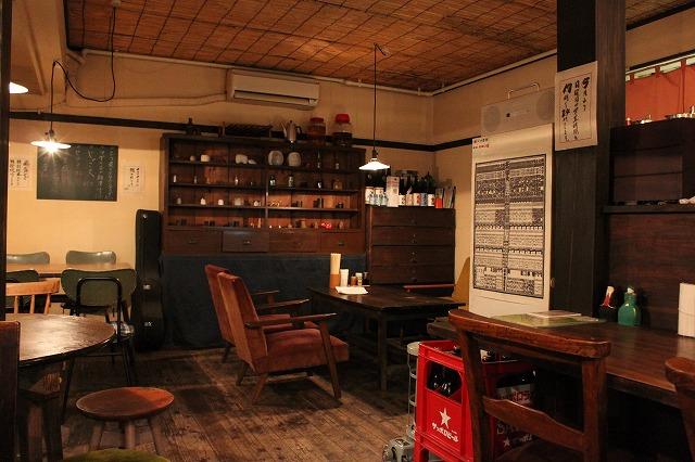 代田橋、「しゃけ小島」の上しゃけ定食といくら丼、素敵な内装