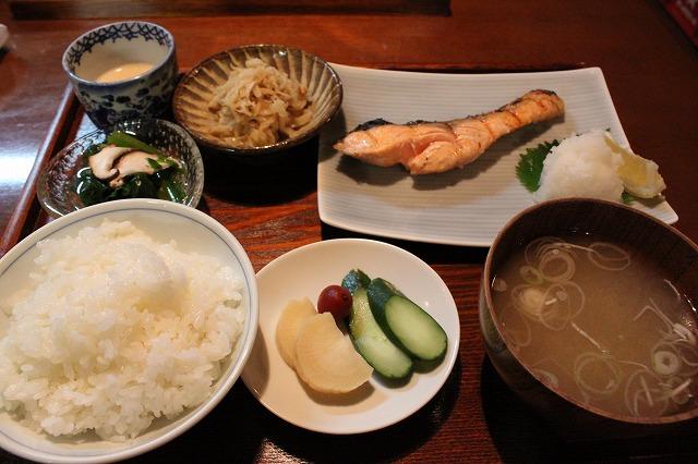 代田橋、「しゃけ小島」の上しゃけ定食といくら丼、極上のしゃけ定食