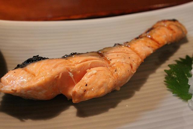 代田橋、「しゃけ小島」の上しゃけ定食といくら丼、超極上しゃけ