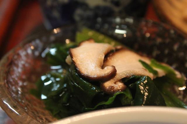 代田橋、「しゃけ小島」の上しゃけ定食といくら丼、極上おひたし