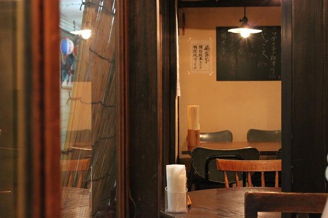 代田橋、「しゃけ小島」の上しゃけ定食といくら丼、レトロな内装