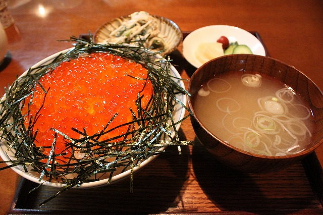 代田橋、「しゃけ小島」の上しゃけ定食といくら丼、輝くいくら