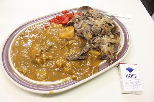 高円寺、「タブチ」の牛丼&カレーのW盛り合わせ