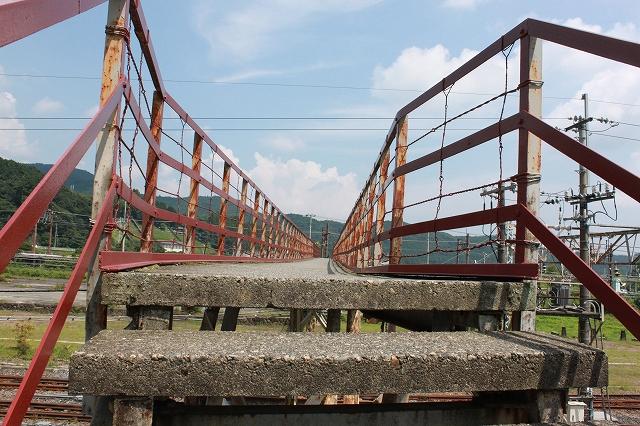 日光の古びた歩道橋写真
