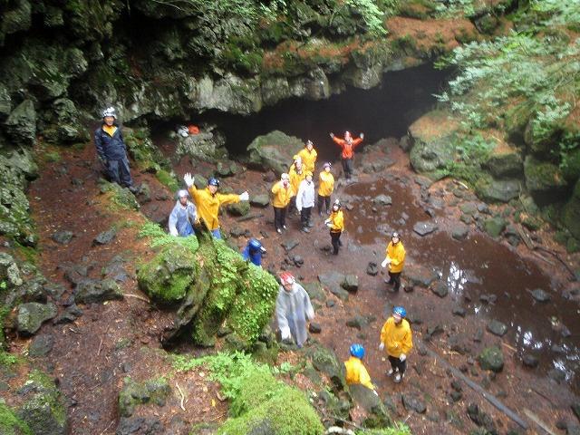 そうだ、富士樹海で洞窟探検しよう-きゃっきゃ