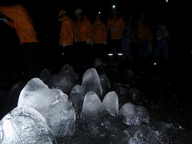 そうだ、富士樹海で洞窟探検しよう-もこもこ氷
