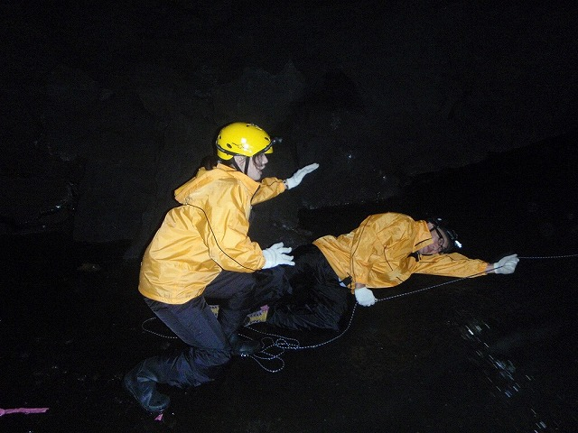 そうだ、富士樹海で洞窟探検しよう-でも楽しい