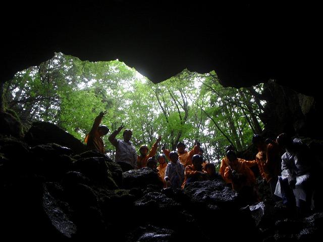 そうだ、富士樹海で洞窟探検しよう-モンスターにでなくてよかった
