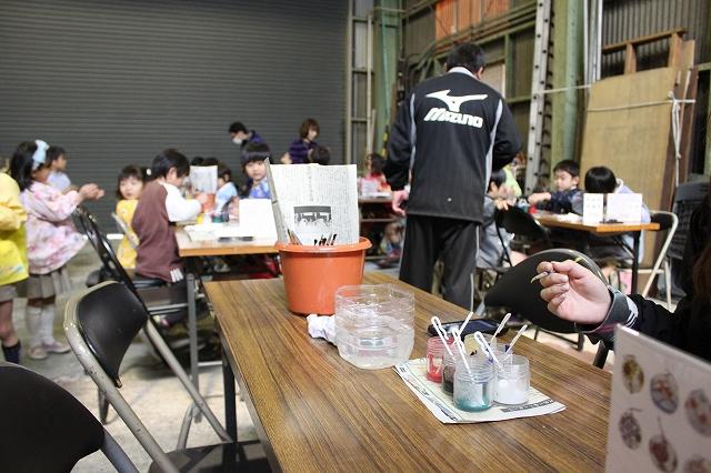 篠原風鈴本舗にて手作り風鈴体験、絵づけ