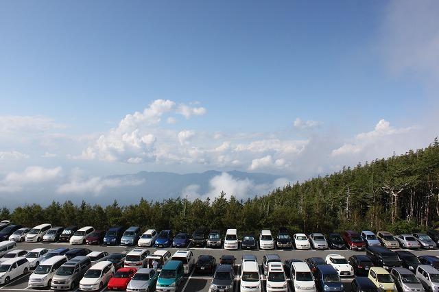 そうだ、富士山を登ろう-駐車場は激混-