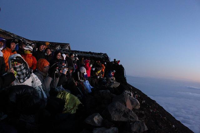 そうだ、富士山を登ろう-気づいたら人だらけ