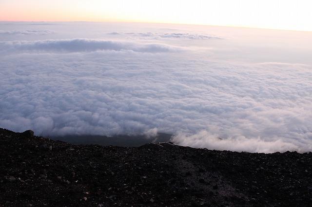 そうだ、富士山を登ろう-遠く下に