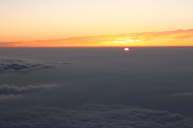 そうだ、富士山を登ろう-少しづつ太陽が現れ