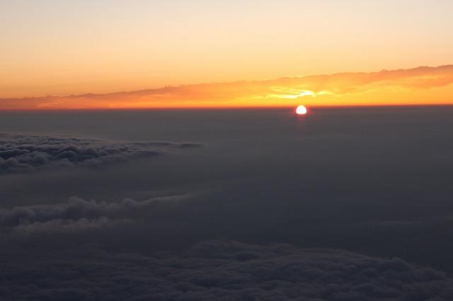 そうだ、富士山を登ろう-光を放つ