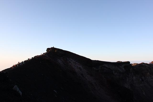 そうだ、富士山を登ろう-なんかすごいガケ