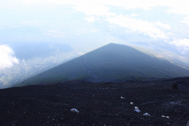 そうだ、富士山を登ろう-影富士
