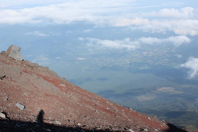 そうだ、富士山を登ろう-落石注意!