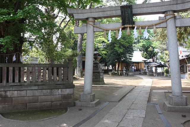 板橋、「駄菓子屋ゲーム博物館」の目の前の神社