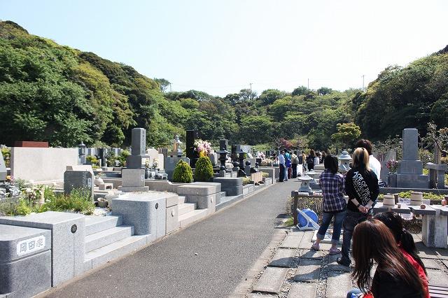 三浦海岸、「XJAPAN hideのお墓参り」ファンの方々